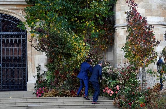 """Reuters""/""Scanpix"" nuotr./Bandoma pakelti vėjo nugriautas vestuvines dekoracijas"