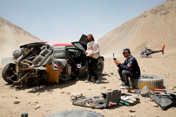 """""""Reuters""""/""""Scanpix"""" nuotr./Cyrilo Despreso – vieno 2018-ųjų Dakaro lyderių – avarija trasoje"""