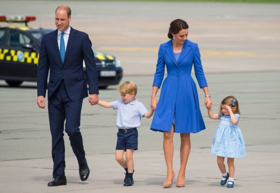 """""""Scanpix"""" nuotr./Princas Williamas ir Kembridžo hercogienė Catherine su vaikais George'u ir Charlotte"""