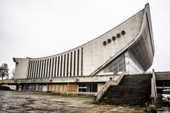 Irmanto Gelūno / 15min nuotr./Didelė koncertų ir sporto rūmų erdvė nenaudojama jau ne vienerius metus.