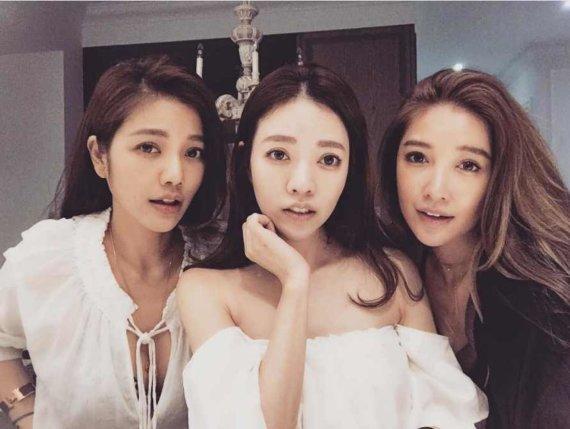 """""""Instagram"""" nuotr./Iš kairės: taivanietės seserys Lure (43 m.), Fayfay (42 m.) ir Sharon (38 m.) Hsu"""