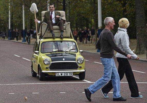 """Reuters""/""Scanpix"" nuotr./Ponas Bynas Londono gatvėse"