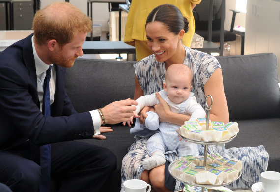 Vida Press nuotr./Princas Harry ir Meghan Markle su jųdviejų sūnumi Archie