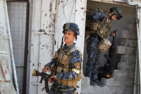 """AFP/""""Scanpix"""" nuotr./Mosulo senamiestį puolančios Irako pajėgos"""