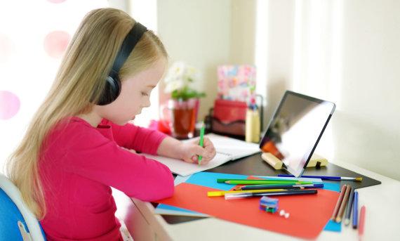 123RF.com nuotr./Kad vaikas susikauptų, tėvai turi užtikrinti saugią ir ramią aplinką mokslams