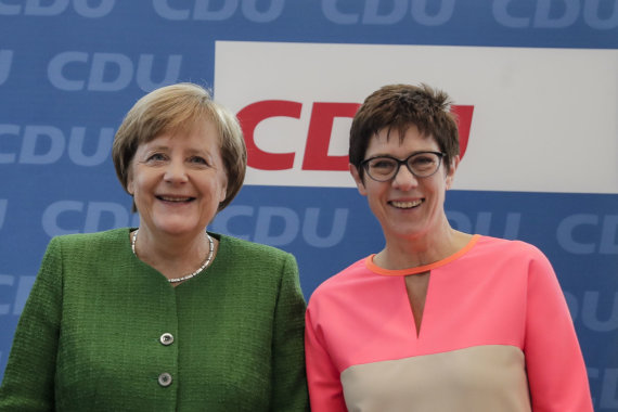 """Scanpix""/AP nuotr./Angela Merkel ir Annegret Kramp-Karrenbauer"