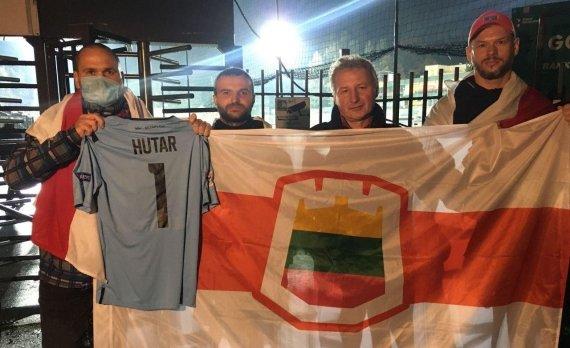 Belsat nuotr./Baltarusijos futbolo sirgaliai