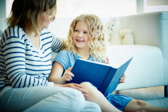 Scanpix/Panthermedia nuotr./Vaikas skaito knygą.