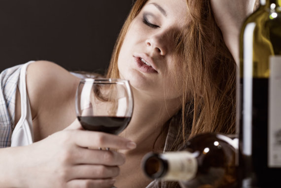 123RF.com nuotr./Moterų alkoholizmas