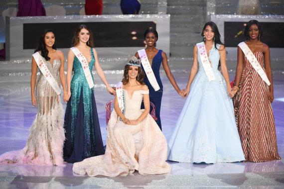 """AFP/""""Scanpix"""" nuotr./""""Mis Pasaulis"""" laimėjo meksikietė Vanessa Ponce de Leon (baltarusė – antra iš kairės)"""