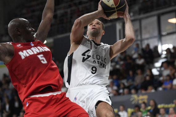"""AFP/""""Scanpix"""" nuotr./Pirmajame Prancūzijos finalo mače Mantas Kalnietis į """"Monaco"""" krepšį įmetė 13 taškų."""