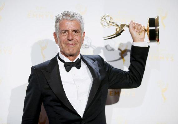 """""""Scanpix"""" nuotr./Anthony Bourdainas su """"Emmy"""" apdovanojimu"""