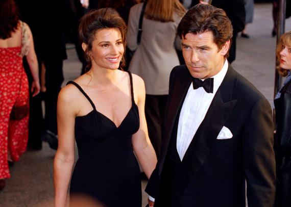 Vida Press nuotr./Pierce'as Brosnanas su žmona Keely Shaye Smith (1995 m.)