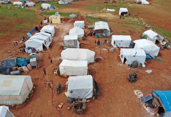 """AFP/""""Scanpix"""" nuotr./Namų netekusių sirų stovykla prie Idlibo"""