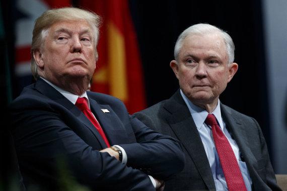 """Scanpix""/AP nuotr./Donaldas Trumpas ir Jeffas Sessionsas"