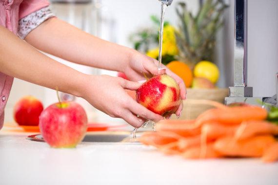 123RF.com nuotr./Plaunami vaisiai ir daržovės