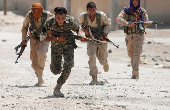 """Reuters""/""Scanpix"" nuotr./Kurdai pešmergai Rakoje"