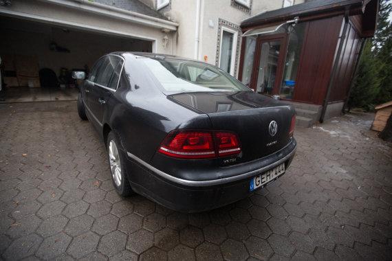 "Juliaus Kalinsko/15min.lt nuotr./Rūdyti pradėjęs ""Volkswagen Phaeton"""