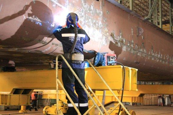 """Aurelijos Kripaitės/15min.lt nuotr./""""Vakarų Baltijos laivų statykloje"""" pradėtos naujojo mokslinio laivo statybos."""