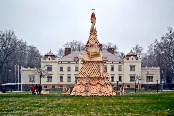 15min skaitytojo nuotr. /Kalėdų eglė Rokiškyje