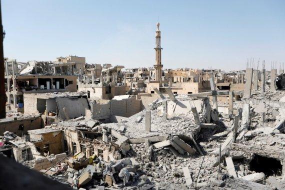 """""""Reuters""""/""""Scanpix"""" nuotr./""""Islamo valstybės"""" tvirtovės Rakos apsiaustis"""