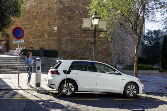"""""""Volkswagen"""" nuotr./Atnaujintas """"Volkswagen e-Golf"""""""