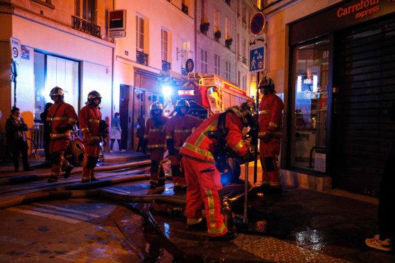 """AFP/""""Scanpix"""" nuotr./Paryžiaus ugniagesiai"""