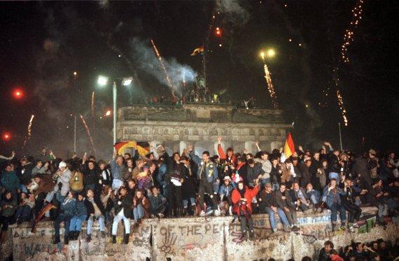 """""""Scanpix"""" nuotr./Berlyno sienos griovimas 1989 m."""