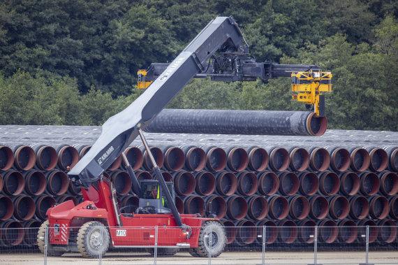 """""""Scanpix""""/AP nuotr./""""Nord Stream 2"""" vamzdžiai Mukrano uoste"""