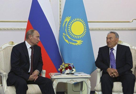 """""""Reuters""""/""""Scanpix"""" nuotr./Rusijos prezidentas Vladimiras Putinas ir Kazachstano vadovas Nursultanas Nazarbajevas"""