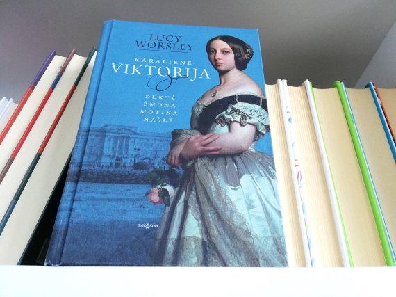 """Knygos viršelis/Lucy Worsley knyga """"Karalienė Viktorija"""""""