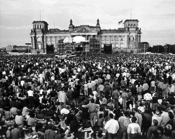 """AFP/""""Scanpix"""" nuotr./Davido Bowie koncertas Berlyne 1987 metais"""
