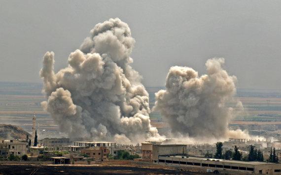 """AFP/""""Scanpix"""" nuotr./Bombardavimai Sirijos Idlibo provincijoje"""