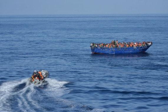 """AFP/""""Scanpix"""" nuotr./Migrantai Viduržemio jūroje"""