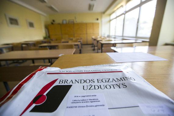 Irmanto Gelūno / 15min nuotr./Lietuvių kalbos ir literatūros brandos egzaminas Žirmūnų gimnazijoje