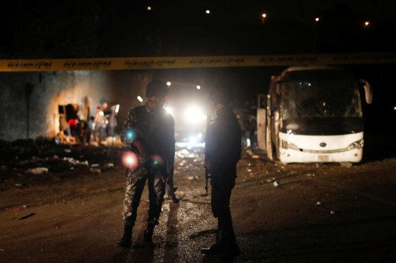 """Reuters""/""Scanpix"" nuotr./Susprogdintas turistų autobusas"