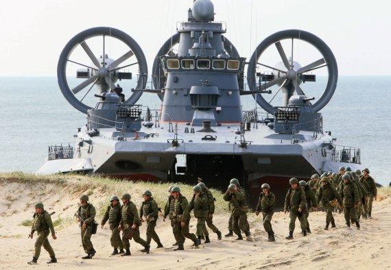 """""""Scanpix""""/""""Sputnik"""" nuotr./Rusijos kariškiai ir karinė technika Kaliningrado srityje"""