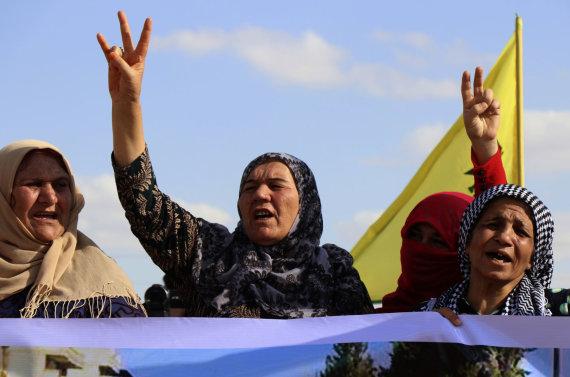 """""""Scanpix""""/AP nuotr./Kurdės protestuotoja prieš karinę Turkijos operaciją"""