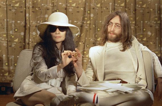 """""""Scanpix""""/AP nuotr./Johnas Lennonas ir Yoko Ono (1969 m.)"""