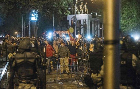 """""""Scanpix""""/AP nuotr./Makedonijoje protestuotojai šturmavo parlamentą"""