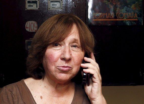 """""""Reuters""""/""""Scanpix"""" nuotr./Nobelio literatūros premiją laimėjusi baltarusių rašytoja Svetlana Aleksijevič savo namuose"""