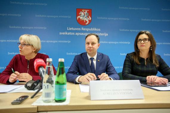 Vidmanto Balkūno / 15min nuotr./Spaudos konferencija Sveikatos apsaugos ministerijoje. L.Bušinskaitė-Šriubėnė dešinėje.