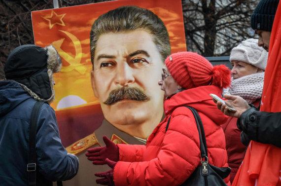 """AFP/""""Scanpix"""" nuotr./Josifo Stalino gerbėjai Rusijoje"""