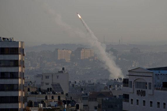 """""""Reuters""""/""""Scanpix"""" nuotr./Gazos Ruožo kovotojai paleido į Izraelį raketų spiečių"""