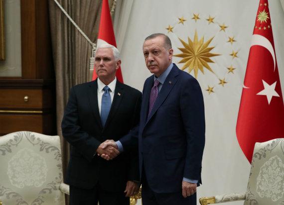 """""""Reuters""""/""""Scanpix"""" nuotr./Mike'as Pence'as ir Recepas Tayyipas Erdoganas"""
