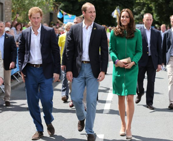 """""""Scanpix""""/AP nuotr./Princas Harry, princas Williamas ir Kembridžo hercogienė Catherine"""