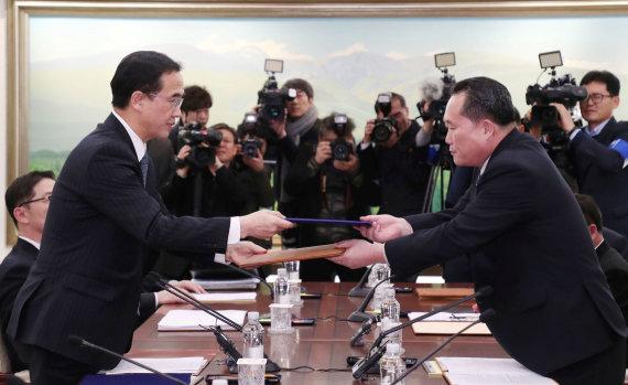 """""""Reuters""""/""""Scanpix"""" nuotr./Šiaurės ir Pietų Korėjos kariškiai tarsis dėl galimybių sumažinti įtampą"""
