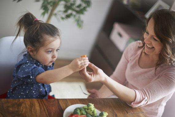 123RF.com nuotr./Mergaitė su mama