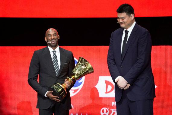 """""""Scanpix"""" nuotr./Kobe Bryantas ir Yao Mingas"""