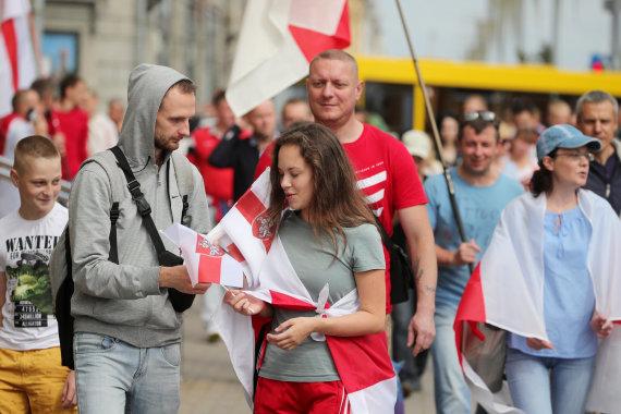 """""""Scanpix""""/ITAR-TASS nuotr./Tūkstančiai protestuotojų Baltarusijoje """"sveikina"""" A.Lukašenką su gimtadieniu: pranešta apie pirmus sulaikymus"""